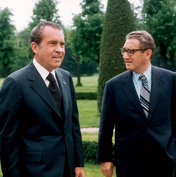 https://tarangini.files.wordpress.com/2011/09/president-richard-nixon-and-dr-kissinger.jpg?w=705
