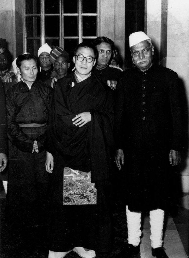 The History of Special Frontier Force-Establishment No. 22: The President of India Babu Rajendra Prasad with the visiting His Holiness the 14th Dalai Lama, and Panchen Lama Rinpoche. India, and Tibet, during 1956 tried to resolve the crisis imposed by China using peaceful, diplomatic negotiations.