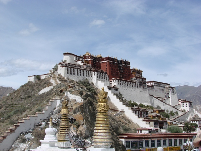 SPECIAL FRONTIER FORCE AT THE WHITE HOUSE: The Potala Palace on the Red Hill in Lhasa was built during the reign of Lobsang Gyatso(1617-1682), the Great Fifth Dalai Lama. The Sovereign Authority of the Dalai Lama as the Ruler of Tibet was established before the US President became the Chief Executive of the United States.
