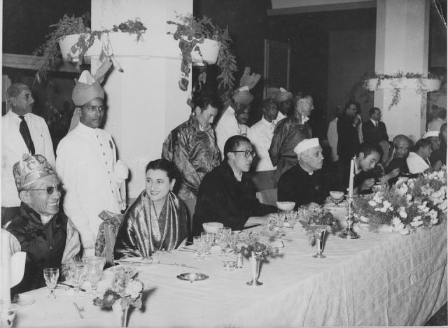 SPECIAL FRONTIER FORCE - INDIA - CHINA RELATIONS: AFTER INDIA AND CHINA SIGNED THE PANCH SHEELA AGREEMENT IN 1954, HIS HOLINESS THE 14th DALAI LAMA WAS RECEIVED IN NEW DELHI DURING MAY 1956 AS A STATE GUEST. THIS PHOTO IMAGE WAS TAKEN AT ASHOKA HOTEL.