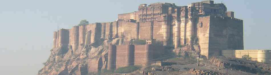 BHARAT DARSHAN - KUMBHALGARH FORT, RAJASTHAN IS BUILT ON THE HILLTOP THAT IS IN THE ARAVALLI HILL RANGE.