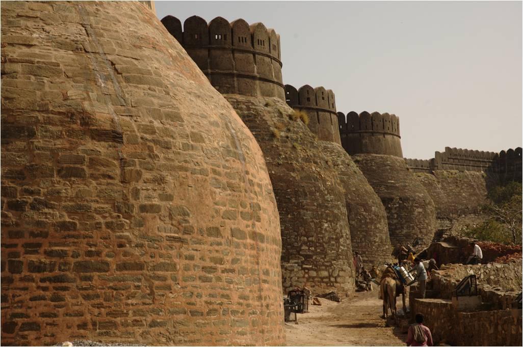BHARAT DARSHAN - THE GREAT FORT WALL OF KUMBHALGARH, RAJASTHAN.