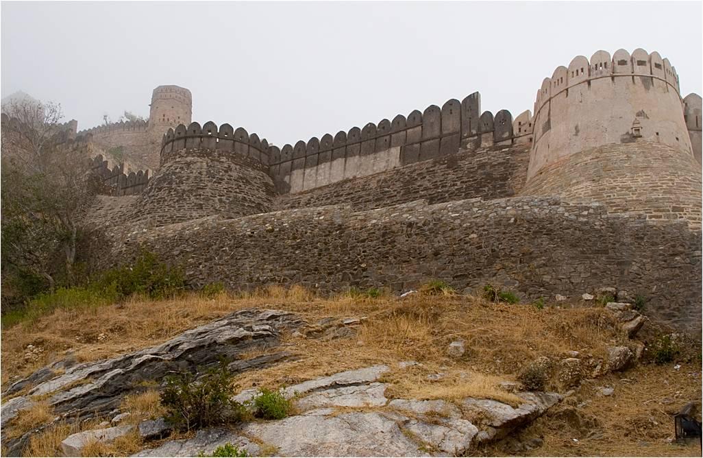 BHARAT DARSHAN - GREAT FORT WALL, KUMBHALGARH, RAJASTHAN.