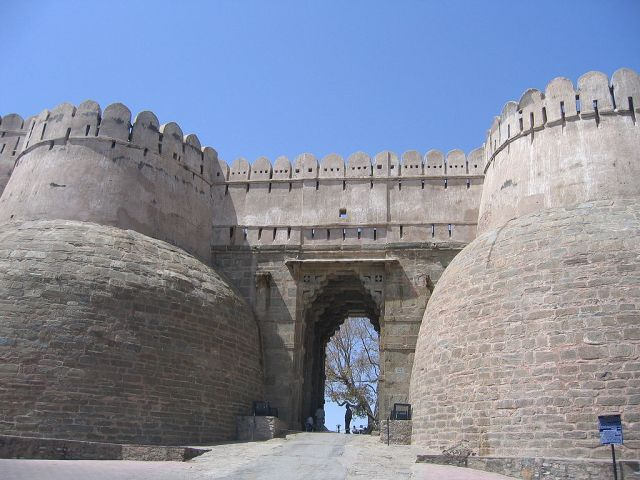 BHARAT DARSHAN - KUMBHALGARH FORT, RAJASTHAN: THE FORT HAS SEVEN GATES AND THIS GATE IS KNOWN AS RAM POL OR RAM(LORD RAMA) GATE.