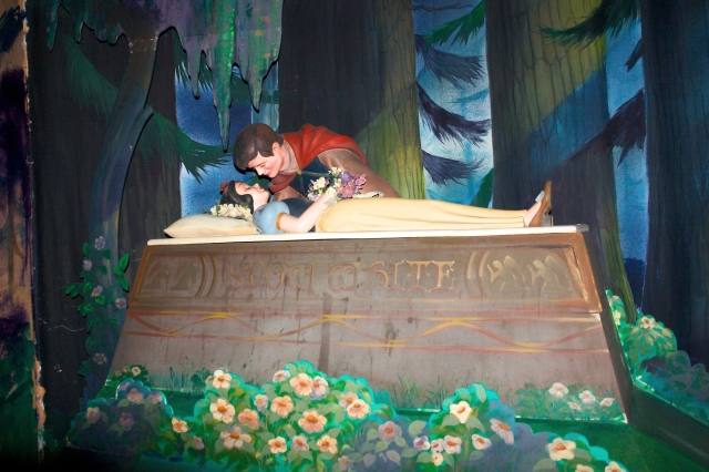 WHOLE  TEAM  -  WHOLE  ASSIGNMENT  - #EVENINGINPARIS  :  KISS  CAN  WORK  LIKE  A  MIRACLE .  SNOW  WHITE  RECOVERS  FROM  THE  EFFECTS  OF  A  DEADLY  POISON  WHEN  PRINCE  PLANTED  A  KISS .