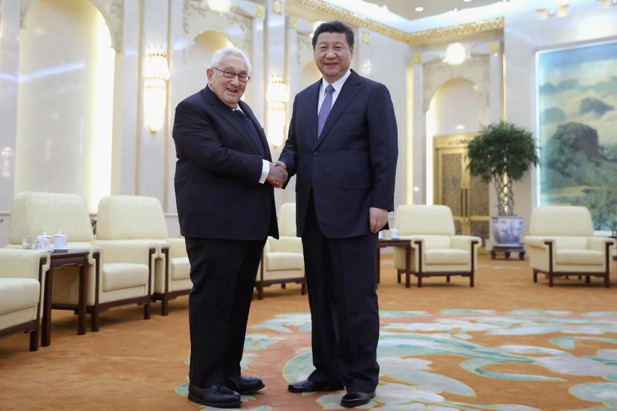 #WHOLEVILLAIN  -  WHOLEVILLAIN  -  WHOLE  VILLAIN  -  HISTORY  OF  THE  US-TIBET  RELATIONS :  MARCH  17,  2015 .  GREAT  HALL  OF  THE  PEOPLE,  PEKING(BEIJING) .  DR  HENRY  ALFRED  KISSINGER  WITH  CHINESE  PRESIDENT  XI  JINPING .  I  ASK  MY  READERS  TO  RECOGNIZE  THE  FACE  OF  #WHOLEVILLAIN  IN  HISTORY  OF  THE  US-TIBET  RELATIONS .