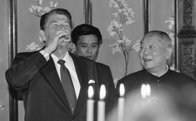 SPECIAL  FRONTIER  FORCE  VS  THE  EVIL  RED  EMPIRE : APRIL 26, 1984 . US  PRESIDENT  RONALD  REAGAN  WITH  EVIL  CHINA'S  PRESIDENT  LI  XIANNIAN  IN  PEKING .  RED  CHINA  IS  MORE  EVIL  AS  COMPARED  TO  RED  SOVIET  UNION  IN  1984.