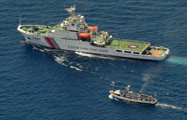 RED  CHINA  -  EXPANSIONISM  -  SOUTH  CHINA  SEA :  RED  CHINA  COASTGUARD  VESSEL  CONFRONTING  PHILIPPINE  SUPPLY  BOAT  ON  MARCH  29,  2014.