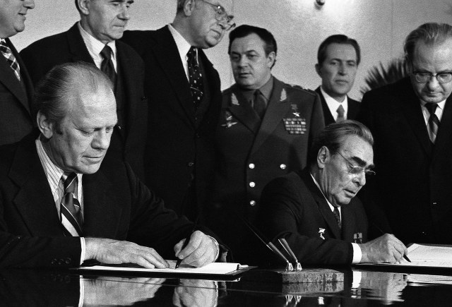 THE  EVIL  RED  EMPIRE  -  NUCLEAR  EXPANSIONISM :  RED  CHINA  EXPANDED  HER  NUCLEAR  CAPABILITIES  WHILE  THE US  AND  THE  SOVIETS  CONSTANTLY  ENGAGED  IN  STRATEGIC  ARMS  LIMITATION  TALKS .  US  PRESIDENT  HENRY  FORD  AND  SOVIET  PREMIER  LEONID  BREZHNEV  SIGNING TREATY  ON  NOVEMBER 24, 1974 .