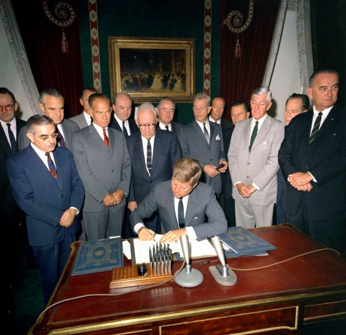 WASHINGTON  D. C.  US  PRESIDENT  JOHN  F  KENNEDY  SIGNS  THE  LIMITED  OR  PARTIAL  NUCLEAR  TEST  BAN  TREATY  IN  OCTOBER ,  1963  AFTER  THE  US  SENATE  RATIFIED  THE  TREAT  BEGINNING  A  NEW  ERA  IN  NUCLEAR  DISARMAMENT  IN  WHICH  RED  CHINA  REFUSES  TO  PARTICIPATE .