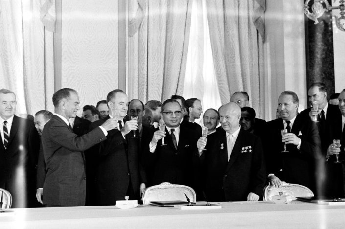 MOSCOW, SOVIET UNION AUGUST   05, 1963 .  THE  CELEBRATION  FOLLOWING  THE  SIGNING  OF  LIMITED  OR  PARTIAL  NUCLEAR  TEST  BAN  TREATY .