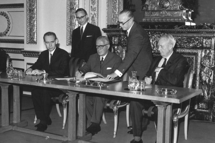 THE  EVIL  RED  EMPIRE  -  NUCLEAR  EXPANSIONISM :  JULY  01, 1968.  AT  LANCASTER  HOUSE, LONDON, BRITISH  FOREIGN  SECRETARY  SIGNS  THE NUCLEAR  NON-PROLIFERATION  TREATY  WITH  SOVIET(LEFT),  AND  THE  US(RIGHT) AMBASSADORS  .