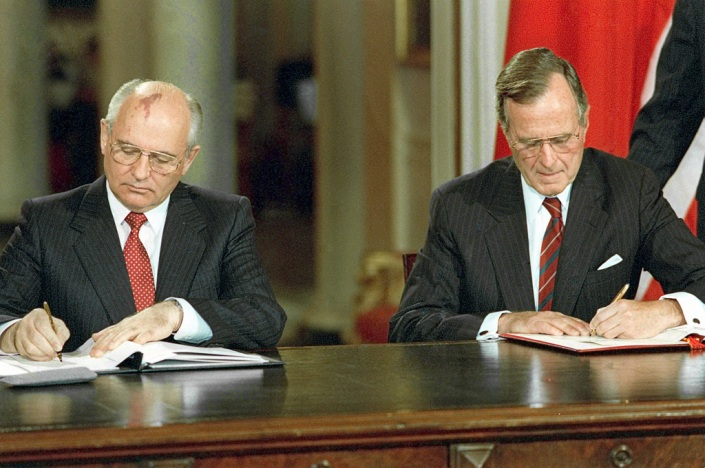 THE  EVIL  RED  EMPIRE  -  NUCLEAR  EXPANSIONISM :  SOVIET  PRESIDENT  MIKHAIL  GORBACHEV  WITH  US  PRESIDENT  GEORGE  BUSH  SIGNING  TREATY  ON  DECEMBER 06,  1990.