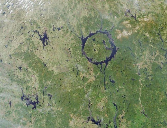 doomsayerofdoomdooma manicouagan crater quebec canada