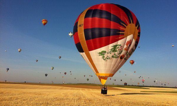 RED DRAGON - RED CHINA TRYING TO STOP TIBET BALLOON. IF MAN HAS SET HIS MIND FREE, WHICH POWER CAN STOP FREEDOM???