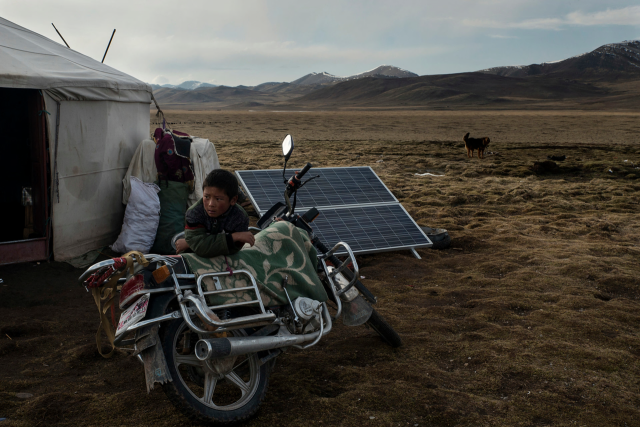 TIBET CONSCIOUSNESS - GLOBAL WARMING - CLIMATE ACTION. STEPPE OF SANJIANGYUAN NATIONAL NATURE RESERVE IN QINGHAI PROVINCE. NOMADS ARE FORCED TO LIVE IN CAMPS.