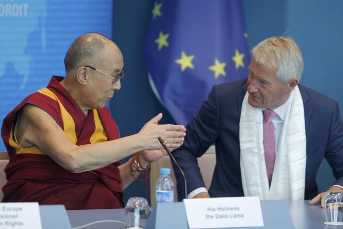 Tibet's exiled spiritual leader the Dalai Lama (L) talks with Secretary General of the Council of Europe Thorbjorn Jagland, during his visit at the Council of Europe in Strasbourg, France, September 15, 2016. REUTERS/Vincent Kessler